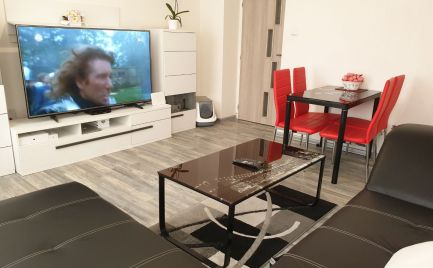 Na predaj krásny, komplet novo zrekonštruovaný a zariadený 2.izbový byt v centre Malaciek za 85.000 €.