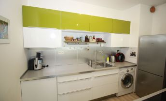 BA V., Petržalka, 2-izbový byt v Slnečniciach na predaj s garážovým státím