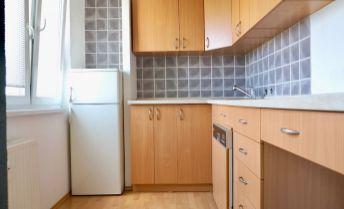 1i byt Bučinová, loggia, čiastočná rekonštrukcia, kúpou voľný