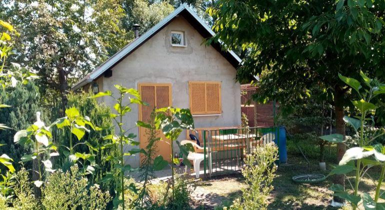 PEGASreal Vám ponúka na PREDAJ záhradnú chatku v Kátove.
