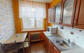 EXKLUZÍVNE IBA U NÁS Vám ponúkame na predaj 3+1-izbový byt s balkónom v Trenčíne, sídlisko JUH, ul. Novomeského 2673/7