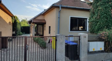 Na predaj rodinný dom v novej štvrti, spoločný dvor, Hlohovec