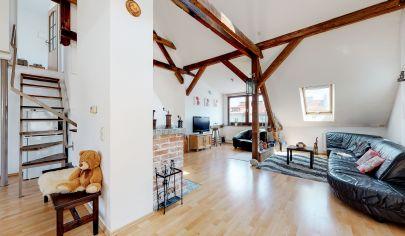 Na predaj nádherný ATYPICKÝ 4 izbový byt na ul. Bukureštská BA I krb vysoké stropy