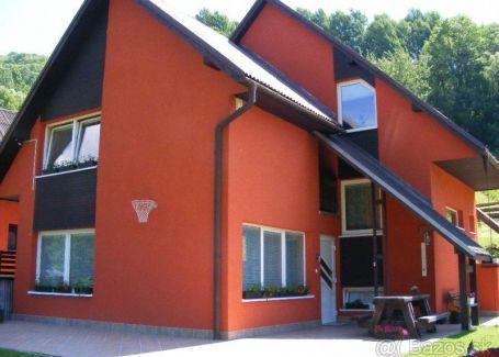 Dom s pozemkami, murovanou chatou a dvoj garážou s podkrovným apartmánom predaj Kremnica