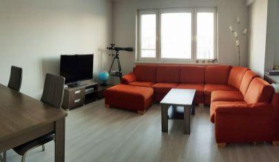 EXKLUZÍVNY PREDAJ: Priestranný  3-izbový byt  79,43m2 po kvalitnej kompletnej rekonštrukcii v Bratislave, m.č. Vrakuňa