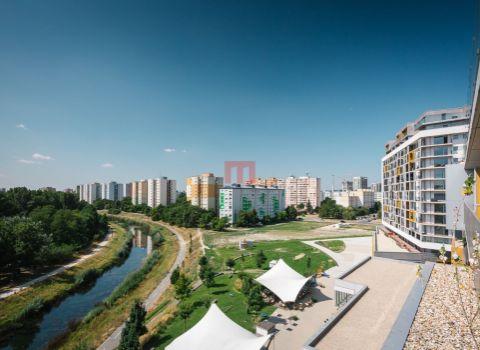 Na predaj krásny 2 izbový byt s terasou v projekte Petržalka City orientovaný do tichej časti