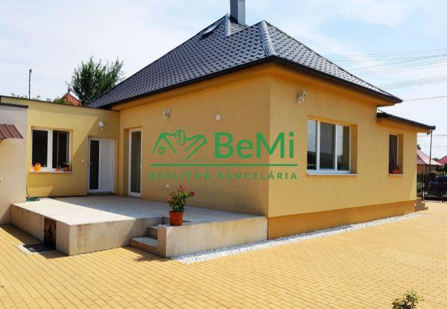 Rezervované.  Predávame Rodinný dom po rekonštrukcii na veľkom 20 árovom pozemku Veľká Dolina (342-12-BP)