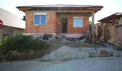 SORTier s.r.o. Predaj NOVOSTAVBA 4 – izbového rodinného domu v obci Veľké Leváre.