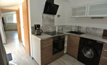 Predaj, útulný podkrovný 2 izb. byt(47,75 m2) v novostavbe s terasou(5,8 m2) v pokojnom prostredí rodinnej zástavby domov s parkovaním , ul. Podzáhradná, BA II – Podunajské Biskupice
