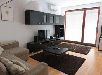 BA I. Staré mesto -  1,5 izbový byt v absolútnom centre na Dunajskej ulici