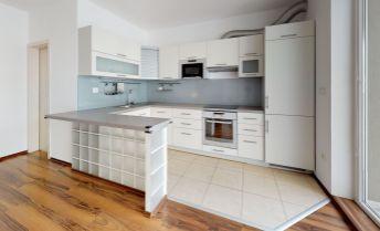 Ponúkame Vám na predaj veľkometrážny 3i byt o výmere 90 m2 s loggiou o výmere 8 m2 vo vyhľadávanej lokalite Sihoť II v TN.