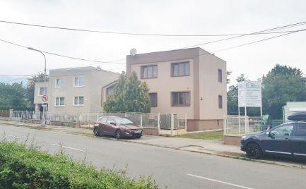 Rodinný dom 250 m2, 6 izieb, 2 garáže, pozemok 800 m2