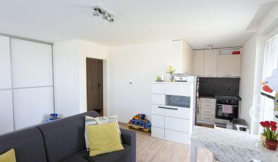APEX reality prenájom zariadeného 1i. bytu 30 m2 s terasou 15 m2 a parkovacím miestom v Leopoldove