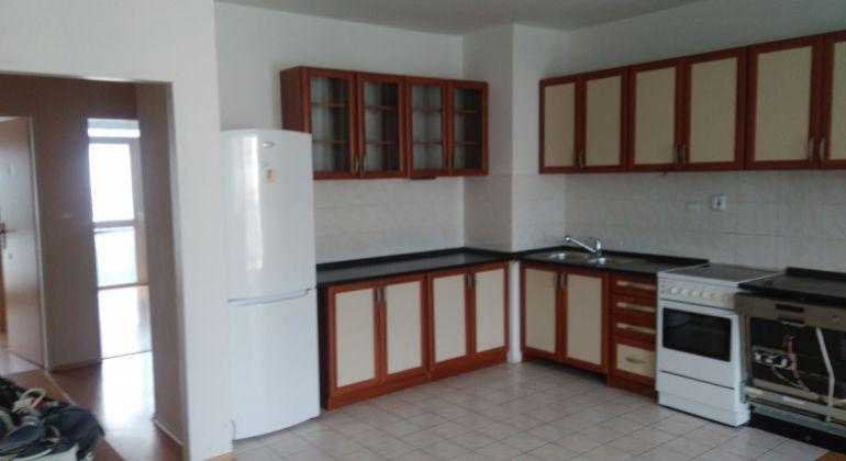 Prenájom 3 izbový byt Bratislava-Dúbravka, Agátová ulica
