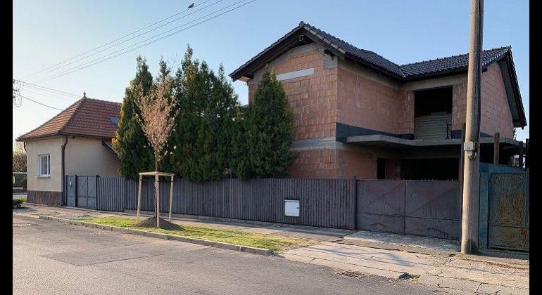 Predáme 2 rodinné domy  v Prievoze