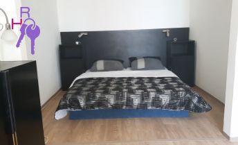 Ponúkame na predaj  1 izbový byt s oddeleným spacím kútom v blízkosti OC  Polusu