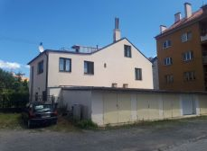 REZERVOVANÉ. Investičná príležitosť! Predaj domu vhodného na prenájom v centre mesta Banská Bystrica