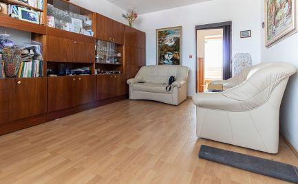 DOM-REALÍT ponúka na predaj pekný slnečný 3-izbový byt v centre mesta