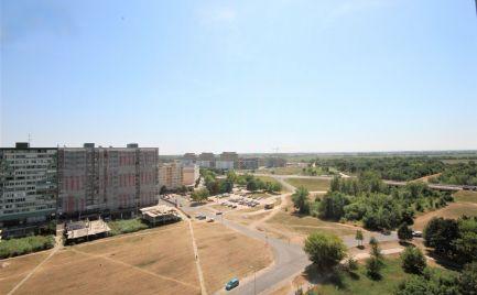 PREDAJ - priestranný byt s pekným výhľadom, 11. poschodie