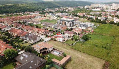 Ideálny rovinatý pozemok 2455m2 na výstavbu RD, Košice - Grot