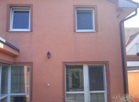 !!Znìžená cena!!Rodinný 4i poschodový dom s bazenom a saunou len 9km od Bratislavy