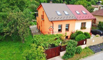 PEKNÝ Rodinný dom OBKLOPENÝ ZELEŇOU (553 m2), 2x krb, altán, terasa, záhrada / CENTRUM / Orechová ul.