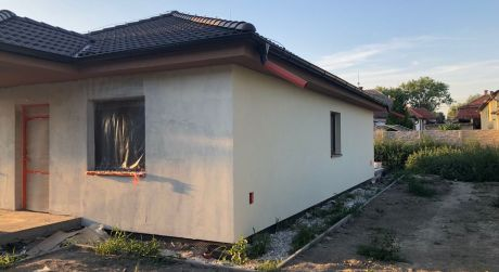 PREDAJ - 4-izbový rodinný dom v štádiu holodomu v meste Kolárovo