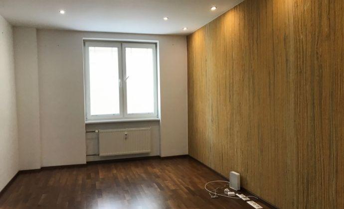 PREDAJ - kompletne rekonštruovaný 3 izbový byt v širšom centre mesta