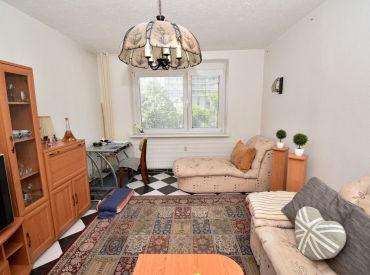 2i byt, 66,7 m2, BA – Vrakuňa: priestranný, čiastočná rekonštrukcia, samostatná kuchyňa, loggia, pivnica, NIE PENTAGON!