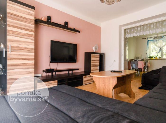 PREDANÉ - CYPRICHOVA, 2-i byt, 58 m2 - SAMÁ ZELEŇ, tehla, ELEKTRIČKA, blízko do Malých Karpát, ihneď VOĽNÝ