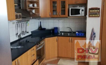 D+V real ponúka na prenájom: 3 izbový byt, Čapkova ulica, zariadený, záhradka k dispozícii