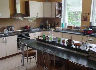 Ponúkame Vám na predaj cca 6 ročnú NOVOSTAVBU Rodinného domu V obci Bratislava – Ružinov Domové Role.