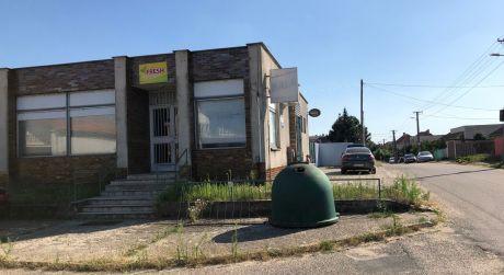 PREDAJ - obchodný priestor v obci Nesvady