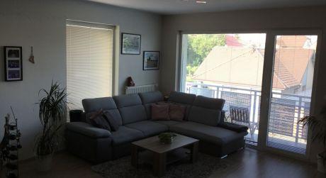 Kuchárek-real: Ponuka priestranného 3 izbového bytu + 2 x parkovacie státie.