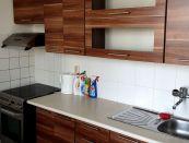 Priestranný slnečný 3 izbový byt s loggiou v centre Lučenca !
