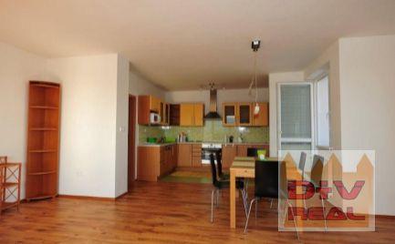 D+V real ponúka na prenájom: 3 izbový byt, Kadnárova ulica, Bratislava III, Rača,  loggia, parkovanie, pekný výhľad