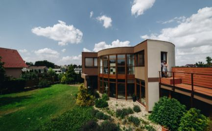 Moderný slnečný dom v peknom prostredí Miloslavova
