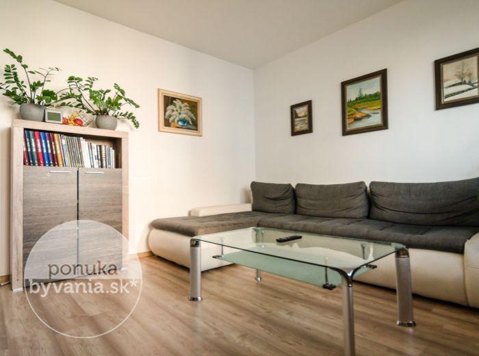 PREDANÉ - IĽJUŠINOVA, 3-i byt, 72 m2 - KOMPLETNÁ REKONŠTRUKCIA, jedinečný vchod, KAMEROVÝ SYSTÉM, zeleň a pokoj