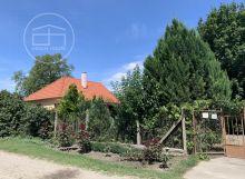 Pekný domček 300 m od Malého Dunaja s veľkým ovocným sadom, pre milovníkov pokoja a prírody