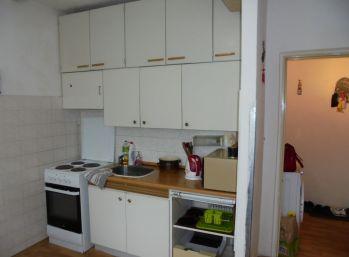 1-i byt 38 m2 TOP LOKALITA , ihneď VOĹNÝ