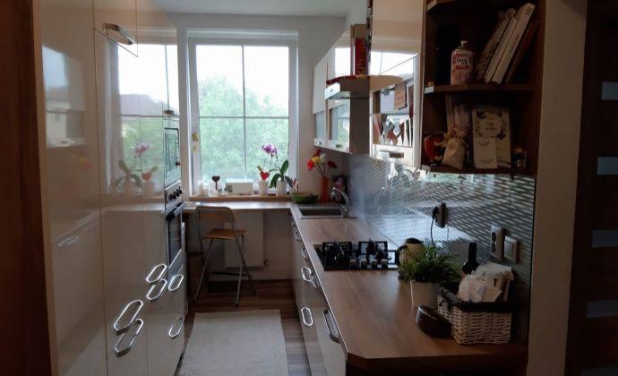 Exkluzívne len u nás!!! Na predaj nadštandardne prerobený 3 izbový  tehlový byt s lodgiou v Nových Zámkoch