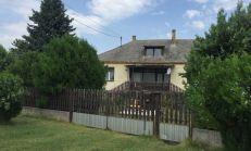 Starší 3 izbový RD na prenájom so záhradou v Bezenye, Maďarsko