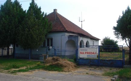 Starý rodinný dom na krásnom pozemku v obci Veľké Kosihy