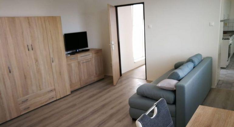 Prenájom - veľký, zariadený  1 izbový byt s terasou, bezproblémové parkovanie, Bratislava-Staré Mesto, Pri Suchom mlyne