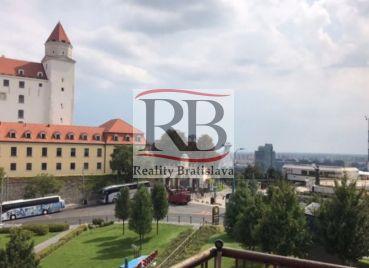 3izbový byt na Streleckej ulici s výhľadom na hrad
