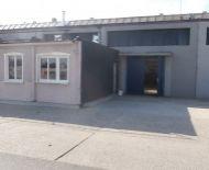 TOP Realitka – Administratívno-výrobný-prevádzkový areál Termstav, haly, kancelárie, ubytovanie, sklady, odstavné plochy aj  pre kamióny, neobmedzený parking, tichá lokalita, Podunajské Biskupice