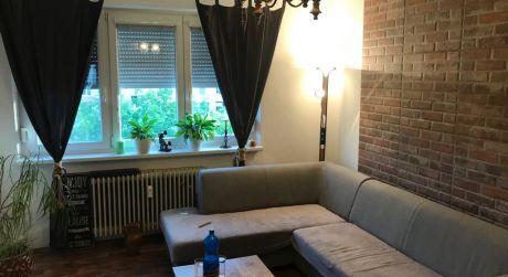 PREDAJ - Kompletne prerobený 2 izbový byt so zväčšenou loggiou 5 min. od centra v Komárne