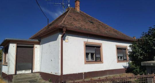 DIAMOND HOME s.r.o. Vám ponúka na predaj 3 izbový rodinný dom neďaleko od Dunajskej Stredy v obci Trhová Hradská!