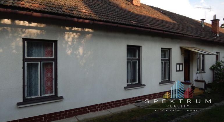 REZERVOVANE-Na predaj 4-izbový rodinný dom, 799 m2, Handlová, Centrum