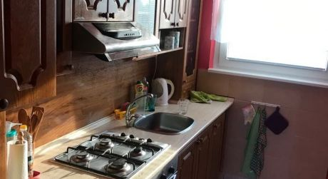 PREDAJ - čiastočne prerobený 3 izbový byt s loggiou v bauringoch v Komárne